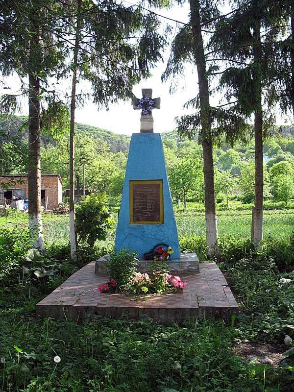 Пам'ятний хрест односельцям