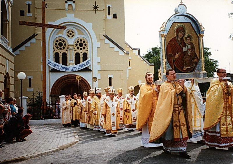 """[2004 р.] Процесія коронування чудотворної ікони богородиці """"Брама милосердя"""""""