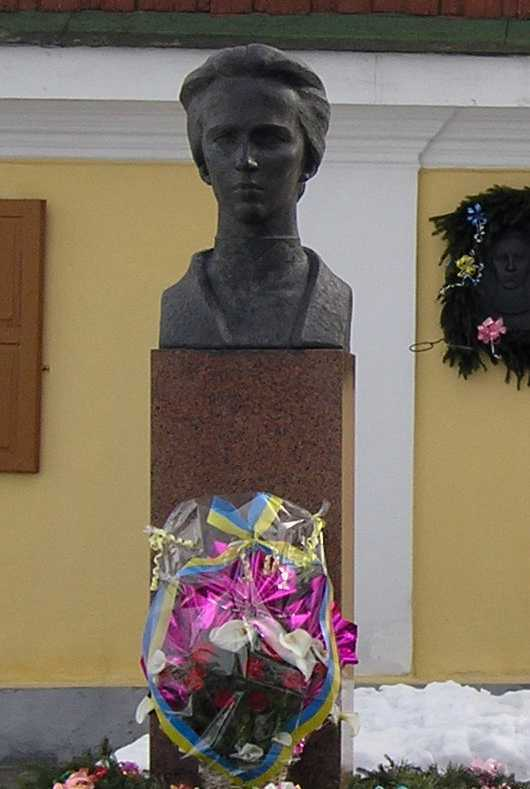 Bust of Lesja Ukrainka in front of the…