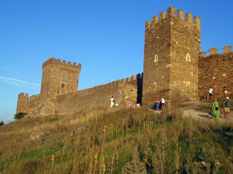 2004 р. Консульський замок і Георгівська башта. Вигляд з північного заходу