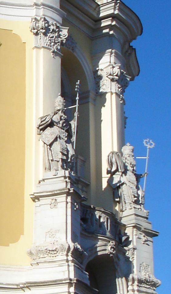 Скульптури головного фасаду