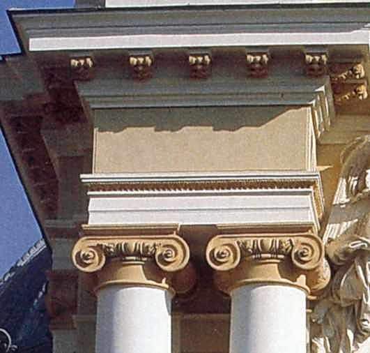 Іонічні капітелі колон
