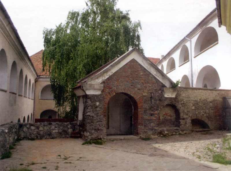 2005 р. Фрагмент двору