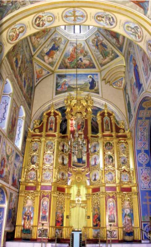 Іконостас приділу св.Варвари