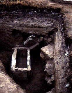 Могила у розкопі церкви