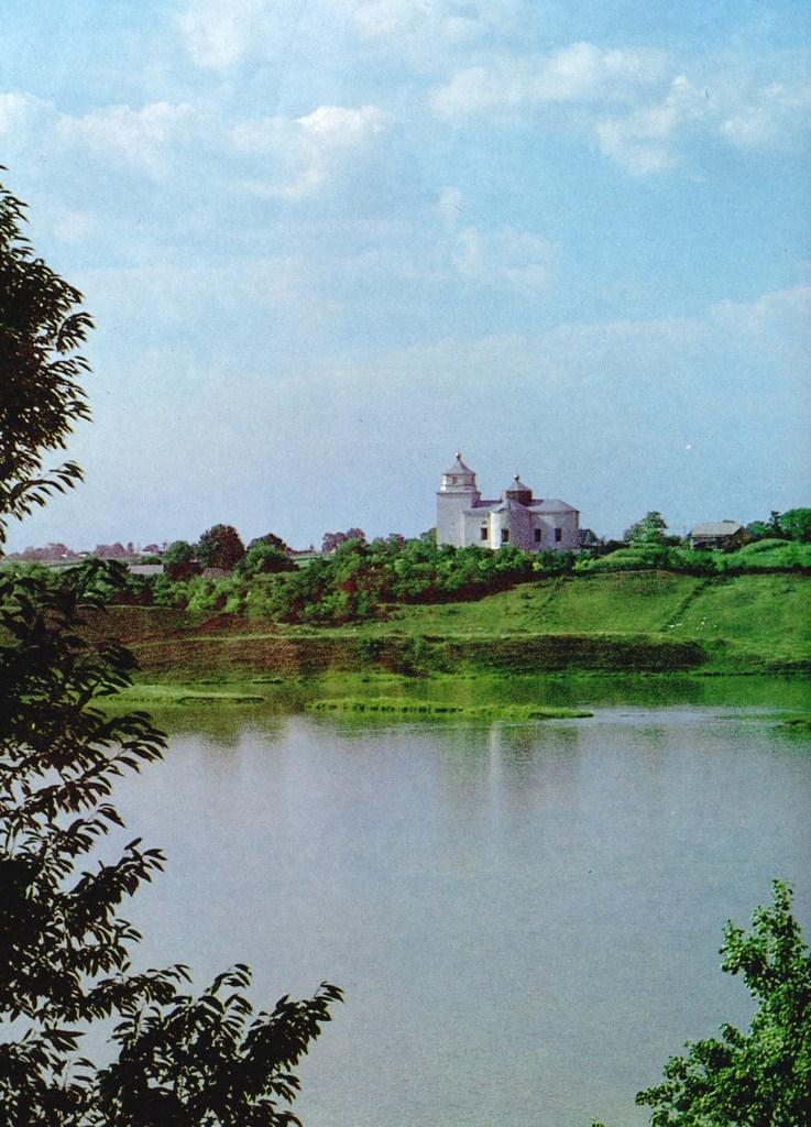 [2003 р.] Загальний вигляд церкви з півдня