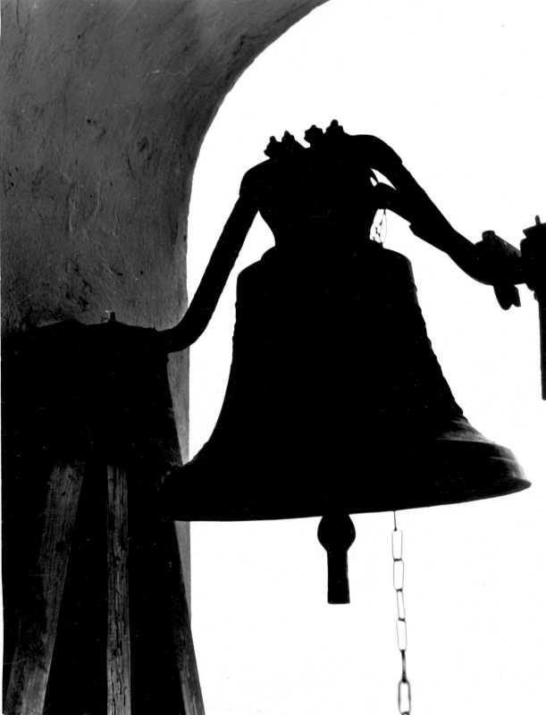 """1988 р. Дзвін """"Григорій"""", вилитий майстром Антонієм Серафіном в Калуші в 1904 р."""