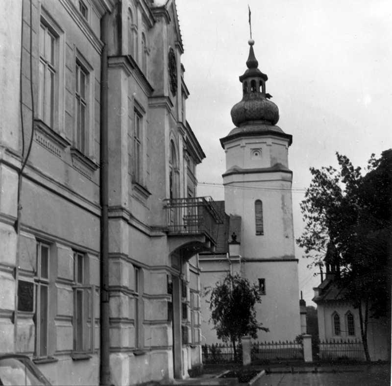 1988 р. Фасад в ракурсі