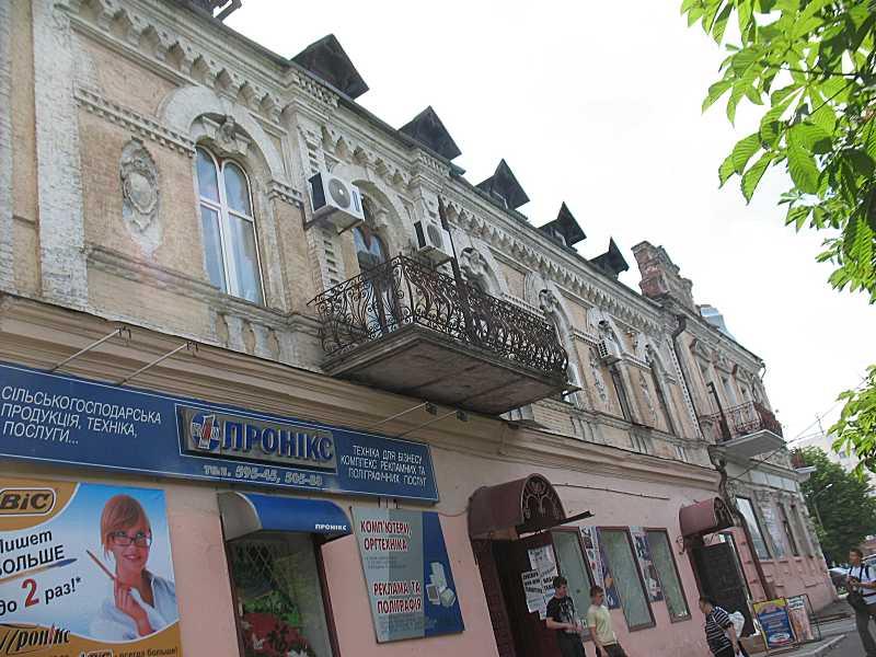 2011 р. Фасад по вул. Небесної Сотні