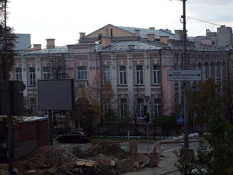 2017 р. Загальний вигляд з вул. Коновальця