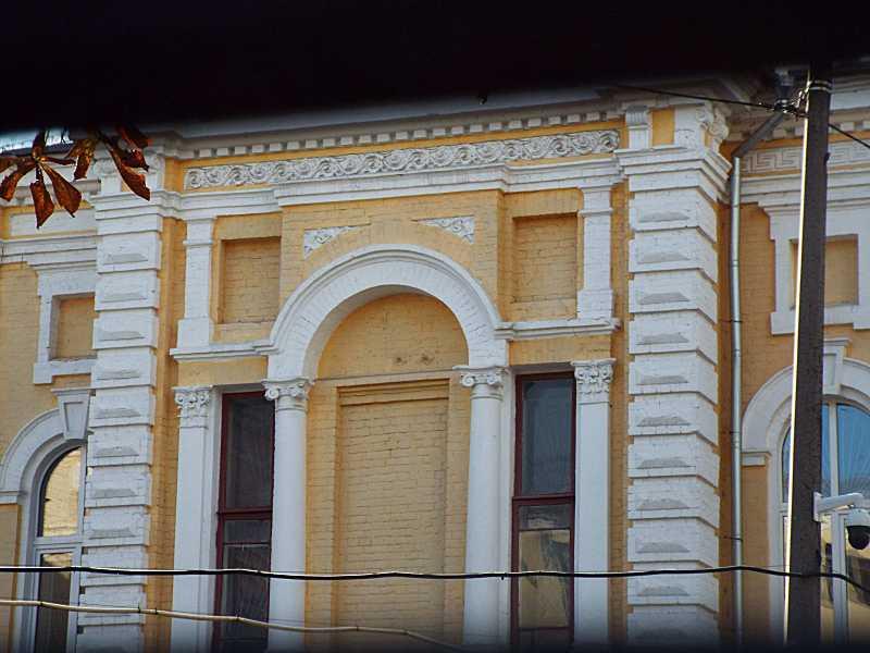 Фрагмент фасаду 2-го поверху (2)