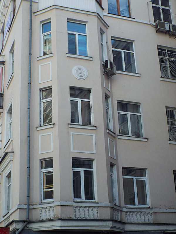Еркер головного фасаду