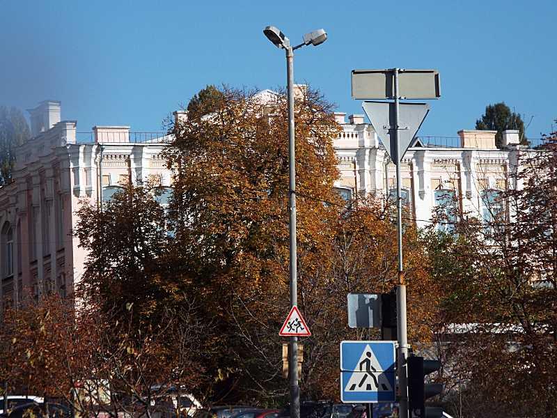 Фасад, обернений до вул. Великої Васильківської (2)