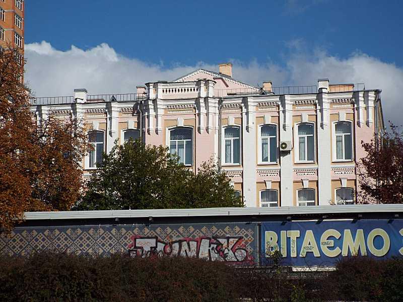 Фасад, обернений до вул. Великої Васильківської (3)
