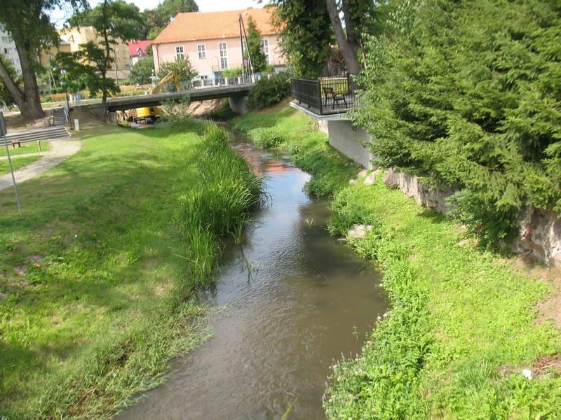 Річка Дзежгонь біля церкви
