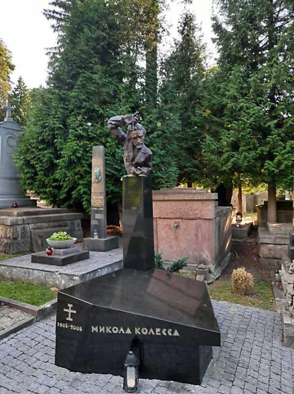 Могила М. Колесси (1903 – 2006)