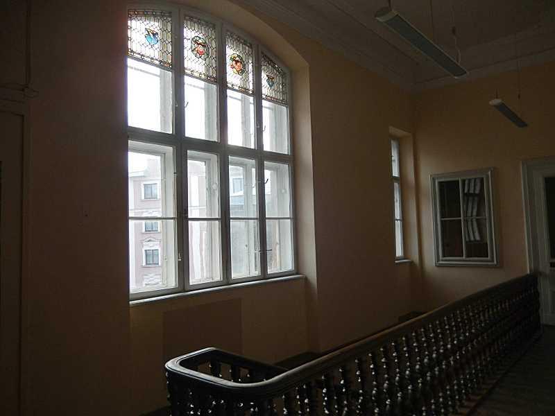 Вікно сходової клітки з вітражем