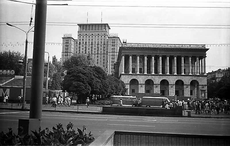 """1975 р. Готель """"Москва"""" (нині –…"""