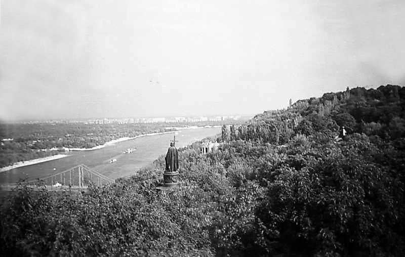 1975 р. Вид на пам'ятник князю Володимиру і Дніпро