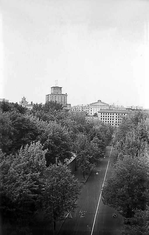 1975 р. Вид на Паркову дорогу і готель…