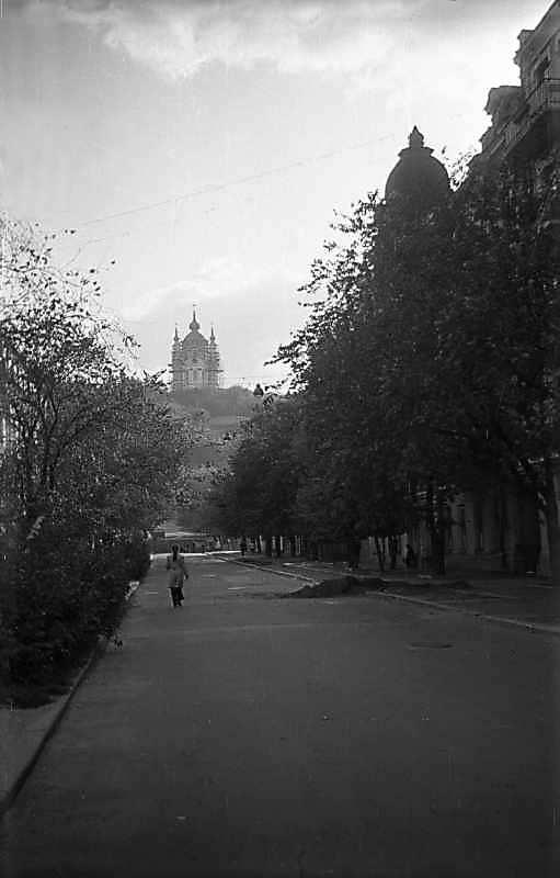 1975 р. Андріївська церква у…