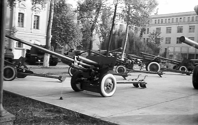 1975 р. 100-мм гармата (?)