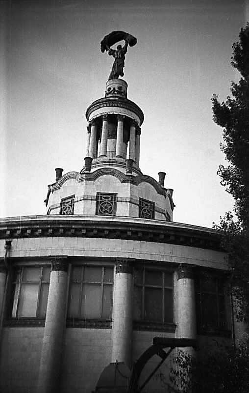 1975 р. Бічний фасад