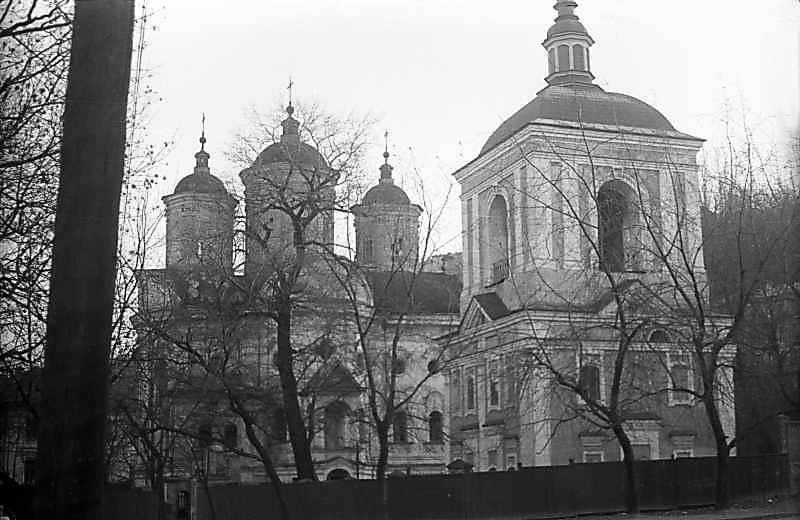 1975 р. Церква і дзвіниця. Загальний…