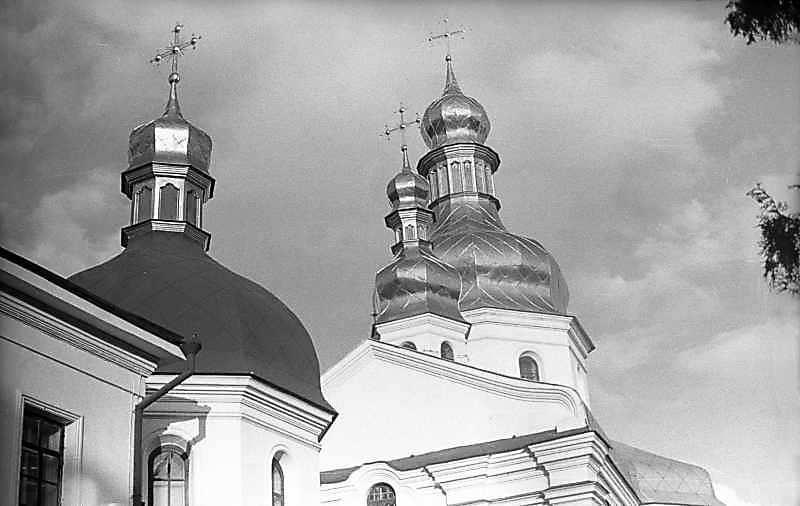 Верхи трапезної і церкви
