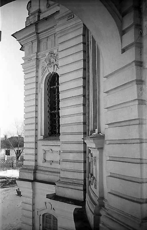 1976 р. Фрагмент фасаду 1-го ярусу. Вигляд з південно-східного ґанку