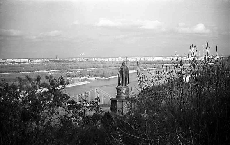 1976 р. Вид на Дніпро та пам'ятник…