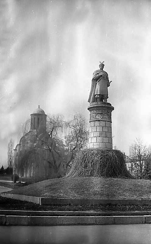 1976 р. Пам'ятник Б.Хмельницькому
