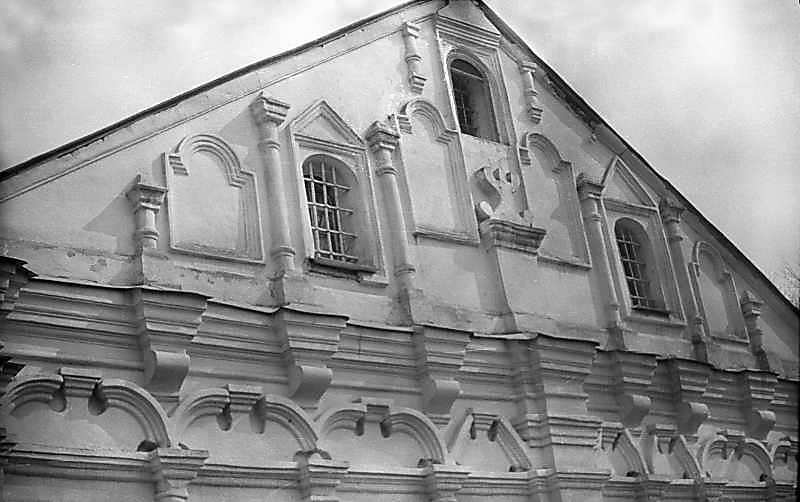 Фронтон західного фасаду