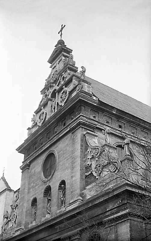 Верхня частина головного фасаду.…