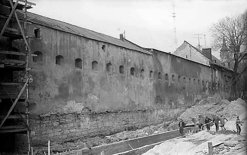 1976 р. Фрагмент муру. Вигляд з півдня
