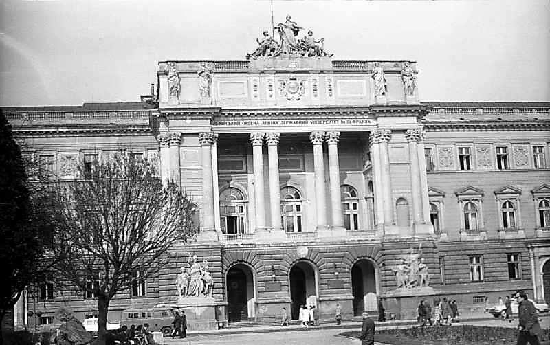 1976 р. Центральна частина головного…