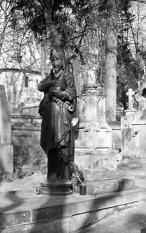 1976 р. Надгробок