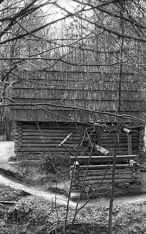 1976 р. Стіна з приводним валом