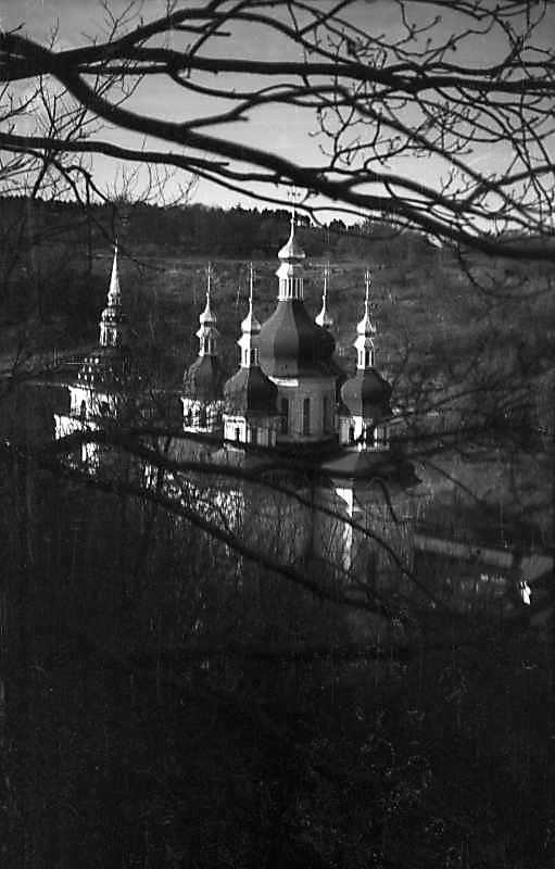 1977 р. Дзвіниця і Георгіївський собор. Вигляд з південного сходу