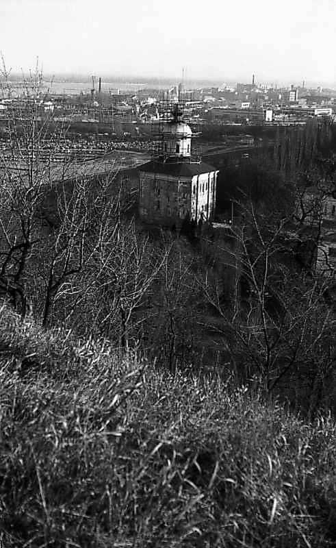 1977 р. Михайлівський собор на тлі промзони Теличка. Вигляд з північного заходу