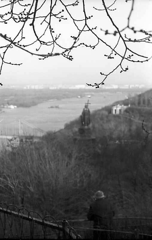1977 р. Вид на Дніпро та пам'ятник кн.Володимиру