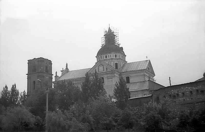 1977 р. Північна дзвіниця і костел.…