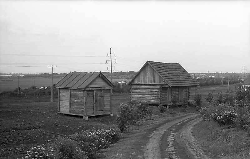 1977 р. Комора + одноповерхова будівля