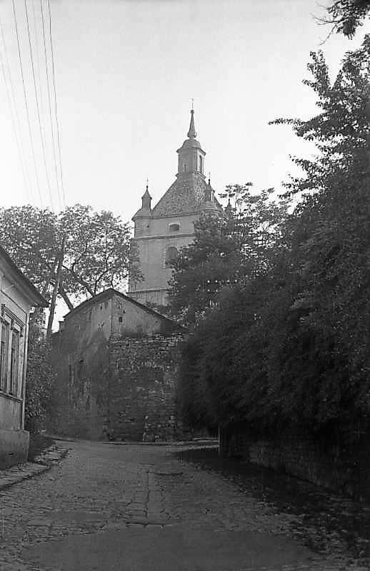 1977 р. Ріг Тісного провулку і вул.Вірменської (здогадно) на тлі башти