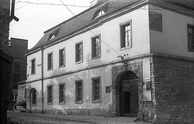 1977 р. Чільний фасад з північного…
