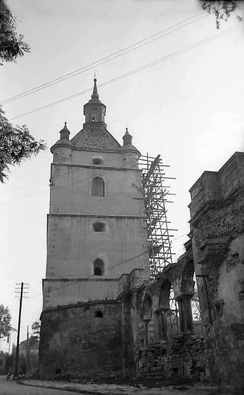 1977 р. Дзвіниця і аркада. Вигляд з півдня