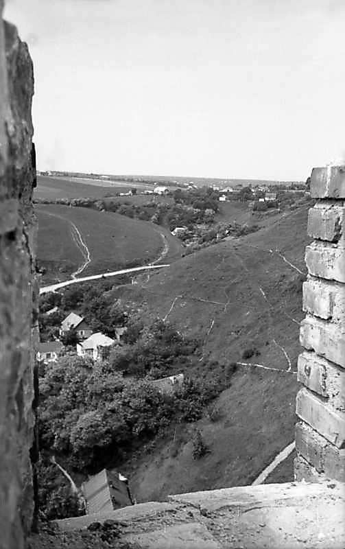 1977 р. Вид з бійниці на Карвасари