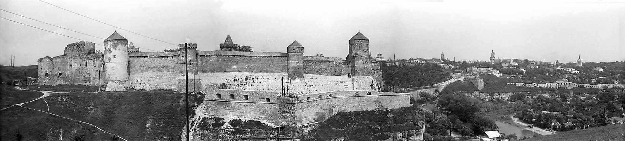 1977 р. Панорама замку і Старого міста…