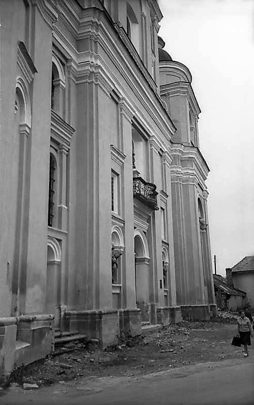 1977 р. Головний фасад в ракурсі