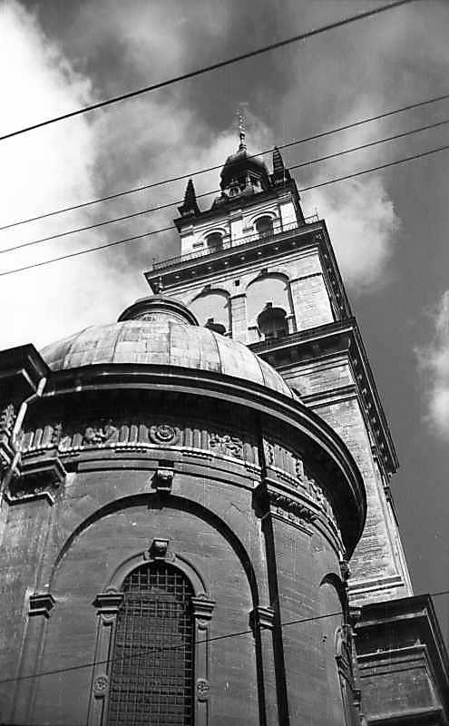 1977 р. Вівтар і башта Корнякта.…